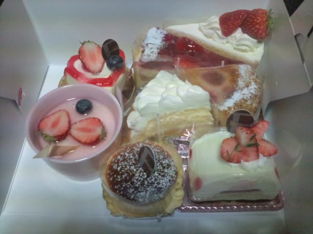 ケーキと姪っ子1